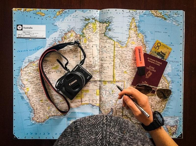 6 Ways to Make Traveling Cheaper