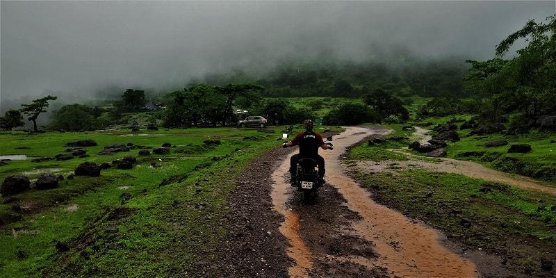 A bit risky option on the Rajmachi Fort trek
