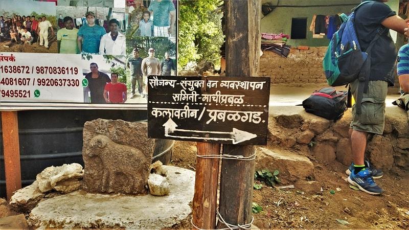 Board showing directions of Kalavantin Durg and Prabalgad