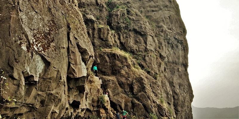 Dhak Bahiri Cave trail