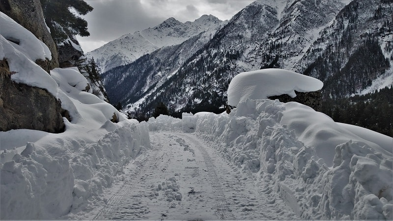 Heavy snow covered roads enroute Chitkul