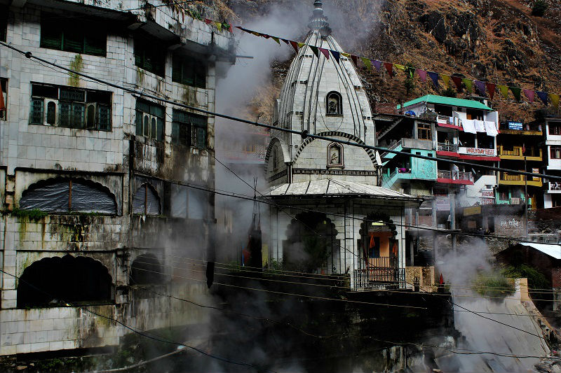 Hot vapor at Manikaran near Kasol