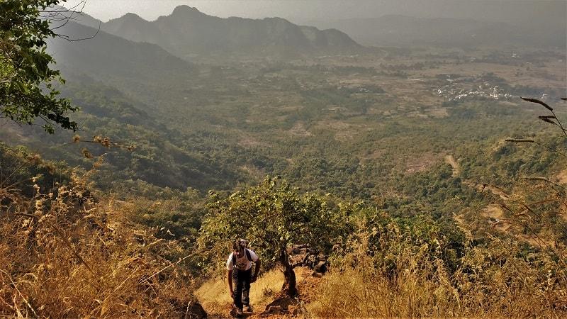 The shortcut route to reach Kalavantin Durg Top