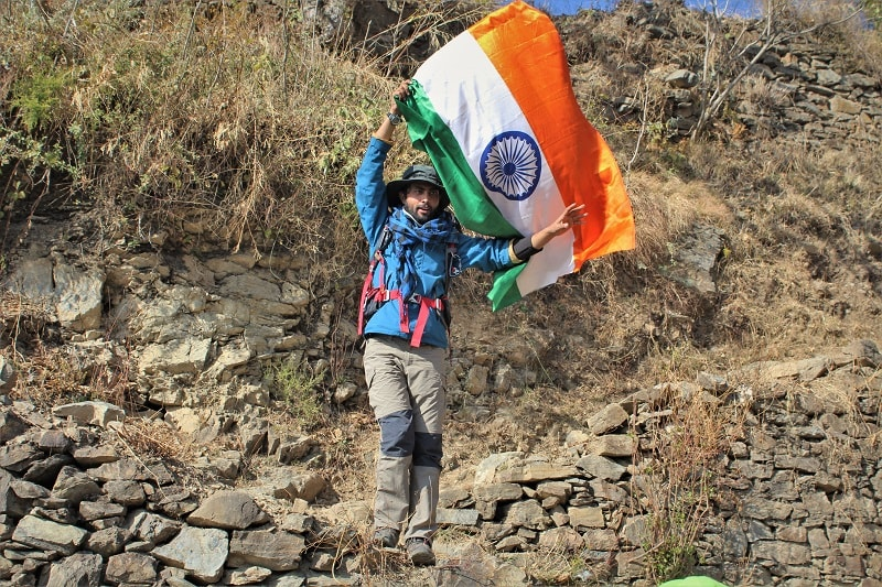 Trek lead signalling to start with the Nag Tibba trek Uttrakhand