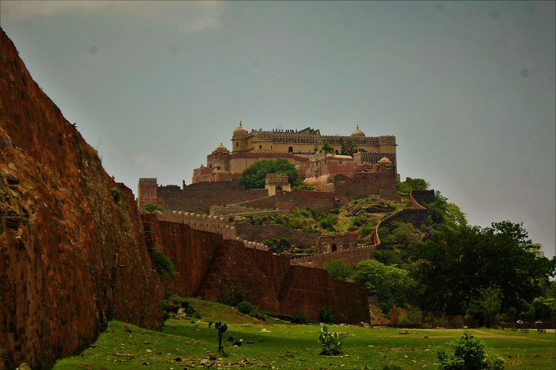 fort from distance Kumbhalgarh Fort