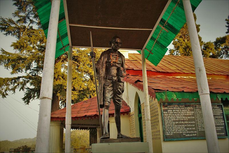 mahatama Gandhi statue Kausani Uttarakhand