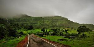 En route to Laalwadi Waterfalls