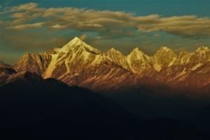 breathtaking scenes on Khalia top trek Munsiyari