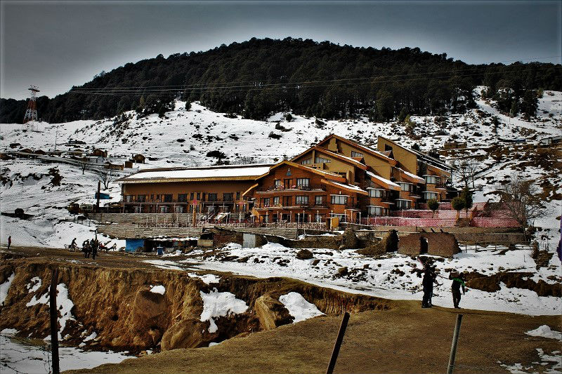 stay options at Auli Hill Station Uttrakhand